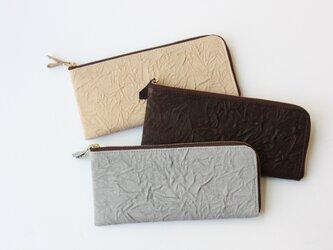 ピッグスキンのスリムな長財布 シワ ライトグレーの画像