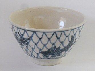 染付け魚紋茶碗の画像