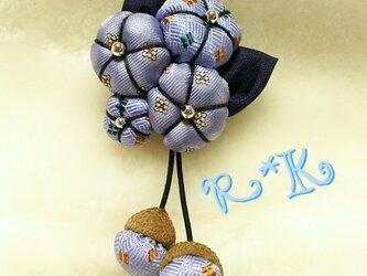 大人などんぐり帽子の花のブローチの画像