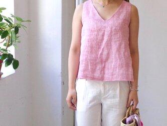 """カラーリネンのVネックノースリーブトップス """"strawberry pink""""の画像"""