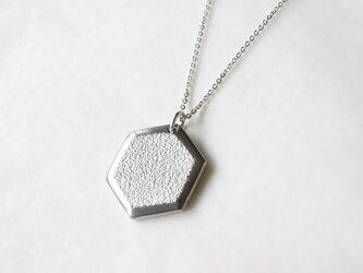 鋳金ネックレス『IHADA』白無地 六角の画像