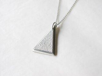 鋳金ネックレス『IHADA』白無地 三角の画像