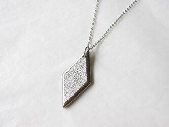 鋳金ネックレス『IHADA』白無地 菱形の画像