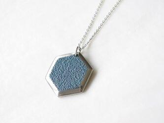 鋳金ネックレス『IHADA』藍色 六角の画像