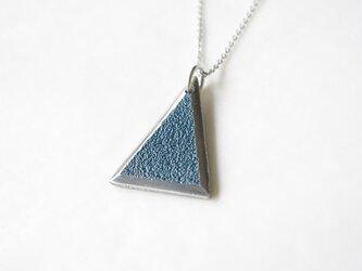 鋳金ネックレス『IHADA』藍色 三角の画像