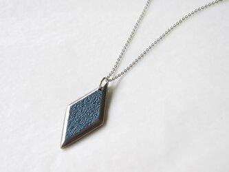 鋳金ネックレス『IHADA』藍色 菱形の画像