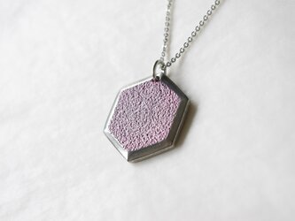鋳金ネックレス『IHADA』小豆色 六角の画像