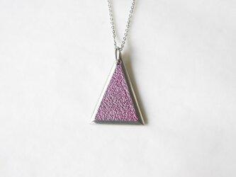 鋳金ネックレス『IHADA』小豆色 三角の画像