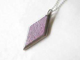 鋳金ネックレス『IHADA』小豆色 菱形の画像