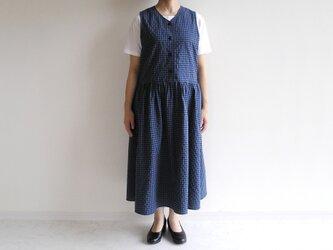 播州織*たっぷりギャザーのジャンパースカート(コットン×ポリエステル混紡生地・青×黒のギンガムチェック)の画像