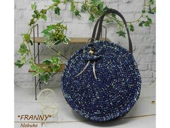 ナイロン糸と和紙糸で編んだ、丸型トートバッグ(ブルーミックス)の画像