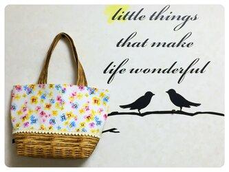 3色スミレの花籠バッグの画像