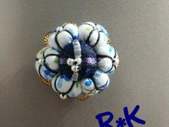 淡いブルー花のマグネットの画像