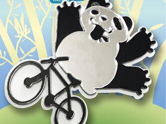 パンダブローチon自転車 リフレクションブローチの画像