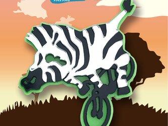 ゼブラブローチon自転車 リフレクションブローチの画像