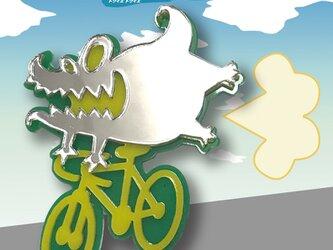 怪獣・ワニブローチon自転車 リフレクションブローチの画像