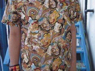 半袖和柄シャツ(祭り絵図)の画像