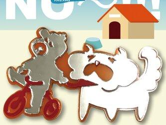 犬ブローチon三輪車 秋田犬 リフレクションブローチの画像