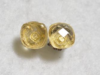 シトリン・クッションカットのスタッドピアス(8mm・チタンポスト)の画像