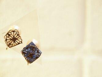**ナイトブルー&クリアーアイス**フィリグリーガラスイヤリングの画像