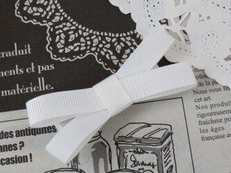 ★再販・りぼん★ 白のシンプルなダブルリボンのヘアクリップの画像