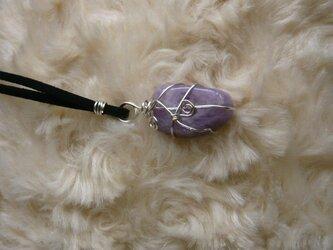 ライラックアメジスト(天然石)のネックレス〈守り石〉 ワイヤーラッピングの画像