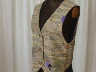 固めの紬から作った張りのあるベスト 絹の画像