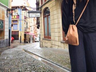 革の巾着ポシェットM (レディス)の画像