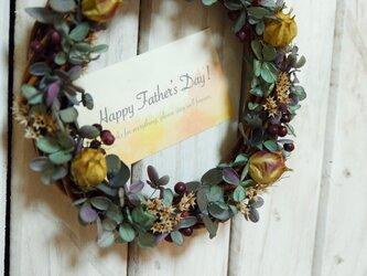 シックなグリーンリース♪ラッピング&カード有★誕生日・結婚祝い・父の日に♡【手入れ不要のプリザーブドフラワー】の画像