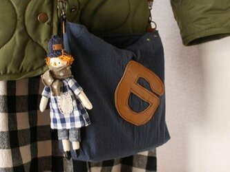 お人形付きショルダーBAG・(紺色帽子)の画像