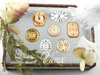 ヴィンテージ時計のブローチ  tempsの画像