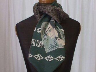 歌舞伎役者の絵がポイントのストール 絹の画像