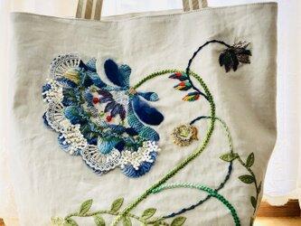 ブルーの花バッグの画像