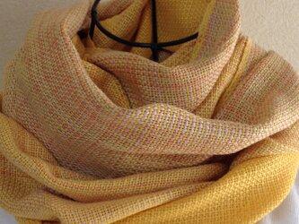 おしゃれな絹の手織りストールの画像