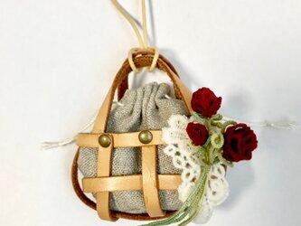 タティングレースのサシェネックレス バラのブーケ レッドの画像