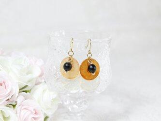 【1点のみ】オレンジとホワイトの染色シェルピアス〔152-1〕の画像
