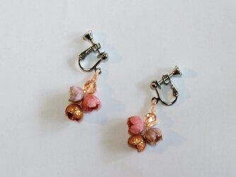 すずらんイヤリング 桜&茜染の画像
