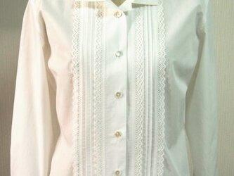 オープンカラーの衿付きブラウス(オフ白)の画像