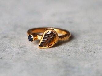 天然イエローブラウン・トルマリン  リーフ 指輪*7.5号 GPの画像