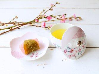 桜の蓋付き湯呑茶碗と小皿セットの画像