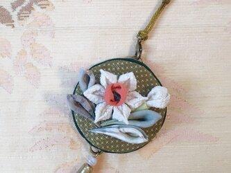 和水仙の帯飾り(根付)の画像