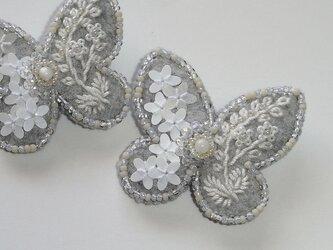 花蝶*マザーオブパール 刺繍ブローチの画像