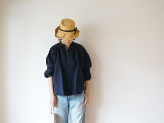 Linen gather blouse LADY'S NAVYの画像