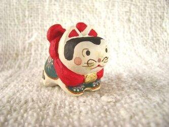 小さな小さな犬張り子(木彫り)の画像