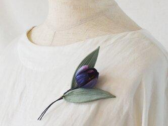 染の草花・一輪挿しチューリップのコサージュの画像