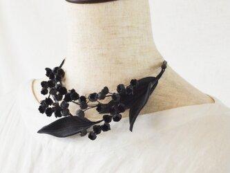 【受注制作】墨染の草花・ブラックスズランのネックレスの画像