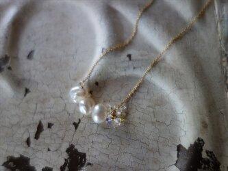 歪な形が可愛い!ケシ真珠のネックレスの画像