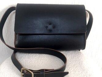 sale ヌメ革のシンプルふた付きショルダーバック¥13000→9900の画像