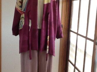 紫に模様が素敵な羽織る感覚のコートの画像