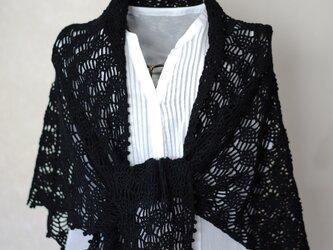 絹混紡糸のパイナップル編み三角ストール(黒)の画像